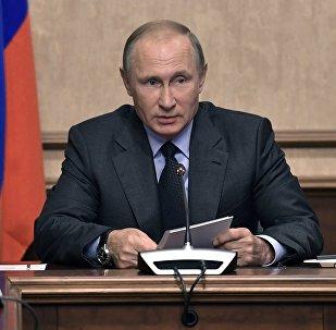 Президент РФ Владимир Путин проводит заседание Военно-промышленной комиссии во время посещения концерна ВКО Алмаз–Антей, 19 сентября 2017 года