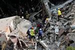Meksikada baş verən güclü zəlzələ nəticəsində çökən bina