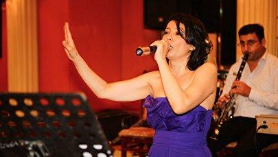 Aзербайджанская исполнительница Тарана Махмудова