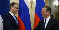 Председатель правительства РФ Дмитрий Медведев и премьер-министр Финляндии Юха Сипиля во время встречи в Санкт-Петербурге, 21 сентября 2017 года