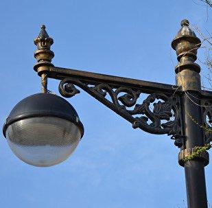 Уличный фонарь, фото из архива