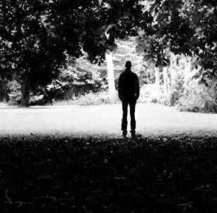 Мужчина в лесу, фото из архива