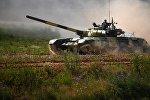 İran Silahlı Qüvvələrinin tankı təlim zamanı, arxiv şəkli