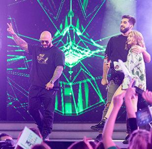Азербайджанский участник проекта Новая Фабрика звезд российского канала МУЗ-ТВ Эльман Зейналов выступил с популярным рэпером Джиганом