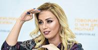 Певица Роза Зяргрярли во время встречи с журналистами в мультимедийном пресс-центре Sputnik Азербайджан