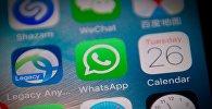 Smartfonun ekranında Whatsapp messengerinin loqotipi
