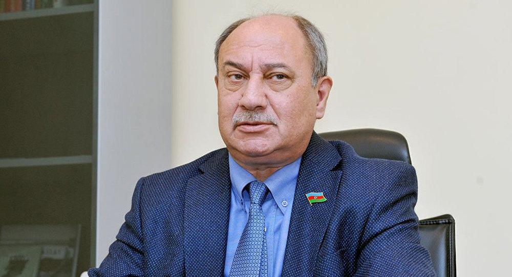 Araz Əlizadə, politoloq