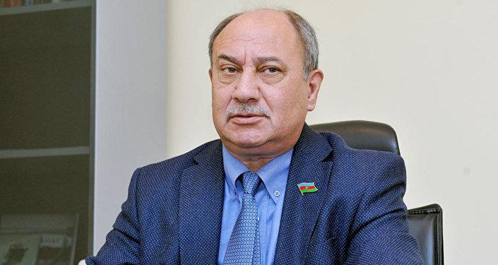 Politoloq Araz Əlizadə