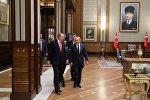 Президент РФ Владимир Путин и президент Турции Реджеп Тайип Эрдоган  во время встречи во дворце президента Турецкой Республики в Анкаре, 28 сентября 2017 года