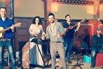 Сейран Исмаилханов со своей музыкальной группой Мульти-культи, фото из архива