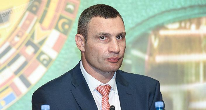 Виталий Кличко в беседе с журналистами в рамках проходящей в Баку 55-й Конвенции Всемирного боксерского совета (WBC)