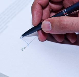 Sənədin imzalanması