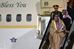 Король Саудовской Аравии Сальман Бен Абдель Азиз Аль Сауд, прибывший в РФ с государственным визитом, во время официальной встречи в аэропорту Внуково-2