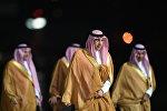 Представители делегации, сопровождающие короля Саудовской Аравии Сальмана Бен Абдель Азиз Аль Сауда, прибывающего в РФ с государственным визитом, в аэропорту Внуково-2