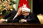 Türkiyə prezidenti Rəcəb Tayyib Ərdoğan həmkarı Həsən Ruhani ilə
