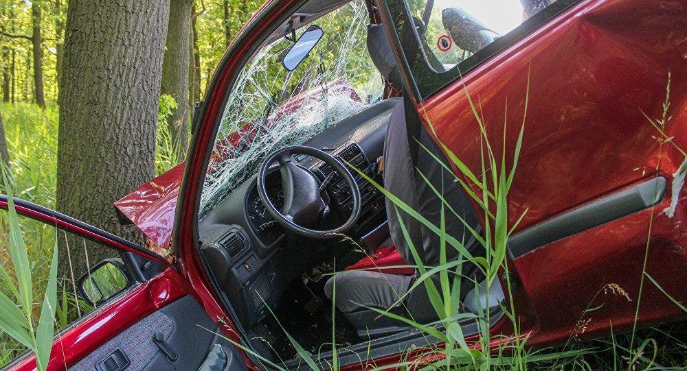 Поврежденный в ДТП автомобиль марки ВАЗ-2106, фото из архива