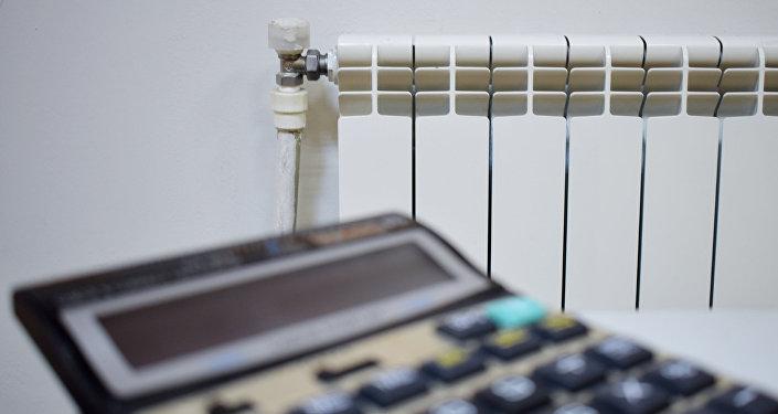 Калькулятор и комнатный обогреватель