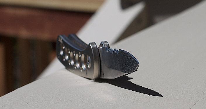 Мужчина с ножом, фото из архива