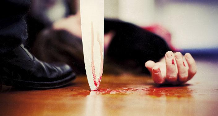 Нож у горла женщины, фото из архива