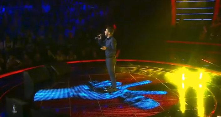 Парвин Сафаров на сцене музыкального проекта Голос Турции