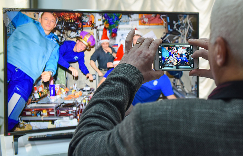 """Выставка """"Спутник-60"""", посвященная первому запуску искусственного спутника земли в Российском информационно – культурном центре (РИКЦ) в Баку"""
