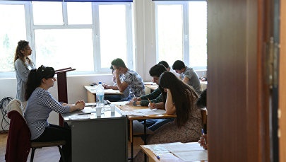 Студенты в аудитории, фото из архива