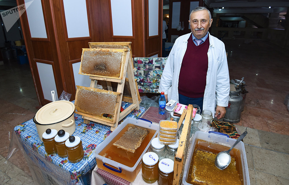 Ежегодная ярмарка меда в ТЦ Amay в Баку
