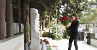 Первый вице-президент Мехрибан Алиева на могиле ученого-востоковеда Аиды Имангулиевой