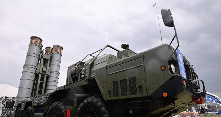 Пусковая установка из состава ЗРК С-400 Триумф, фото из архива