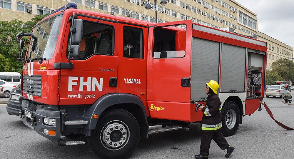Пожарные машины МЧС Азербайджана на месте события, архивное фото