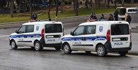 Полицейские автомобили, архивное фото