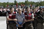 İstanbul polisi FETÖ üzvünü həbs edir