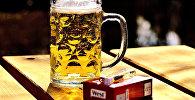 Пиво и пачка сигарет, фото из архива