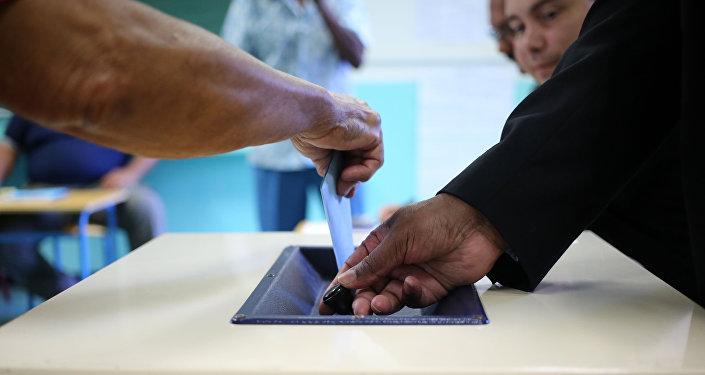Голосование на выборах, фото из архива