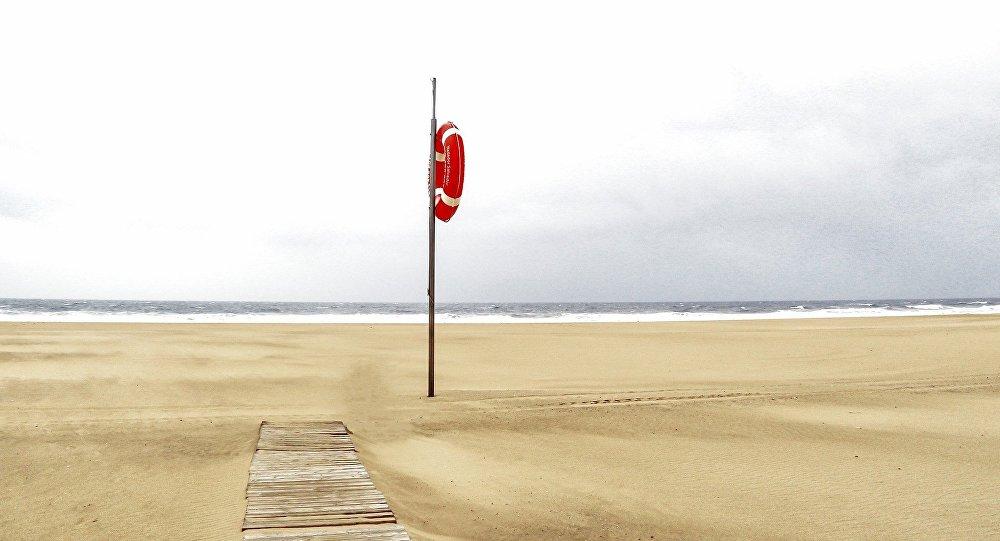Dənizdə batan adam