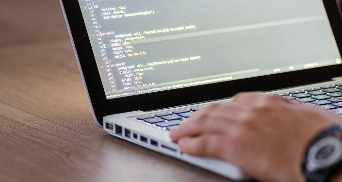 Программный код на экране компьютера, фото из архива