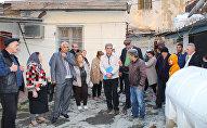 Жильцы домов под номерами 48, 50, 52, 54, 56, 58, 60 по улице Насиббея Юсифбейли