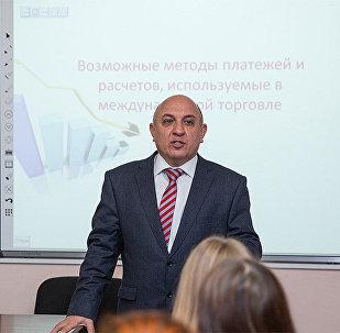 Эльнур Садыгов, Профессор Азербайджанского государственного экономического университета (UNEC)