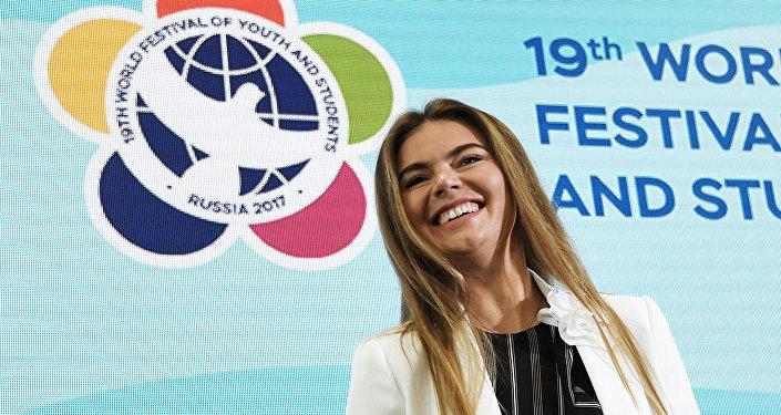 Олимпийская чемпионка по художественной гимнастике, руководитель благотворительного фестиваля художественной гимнастики Алина Алина Кабаева участвует в дискуссионной программе XIX Всемирного фестиваля молодежи и студентов в Сочи