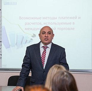 UNEC-in professoru Elnur Sadıqov