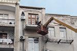 """Bakının mərkəzi küçələrində """"balkon""""lar sökülür"""
