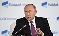 Президент РФ Владимир Путин принимает участие в итоговой пленарной сессии XIV ежегодного заседания Международного дискуссионного клуба Валдай на тему: Мир будущего: через столкновение к гармонии