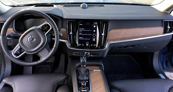 "Volvo ""V90"" markalı maşın"