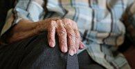 Пожилой человек, фото из архива