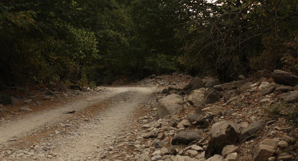 Дорога в Гахском районе, архивное фото