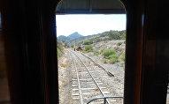 Вид на железнодорожные пути из окна вагона, фото из архива