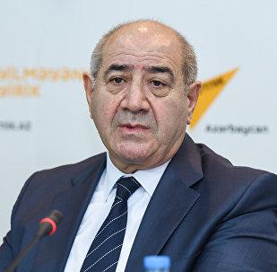 Директор Республиканского центра сейсмологической службы НАНА Гурбан Етирмишли в ходе пресс-конференции в Международном мультимедийном пресс-центре Sputnik Азербайджан, 25 октября 2017 года