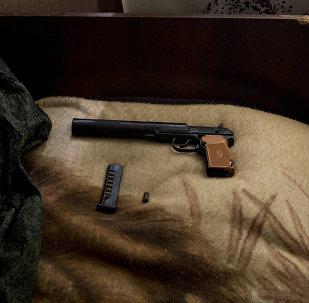 Пистолет Макарова в комнате, фото из архива