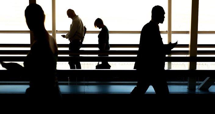 Люди в аэропорту, фото из архива