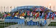 Флаги стран участниц XIX Всемирного фестиваля молодежи и студентов в Олимпийском парке в Сочи